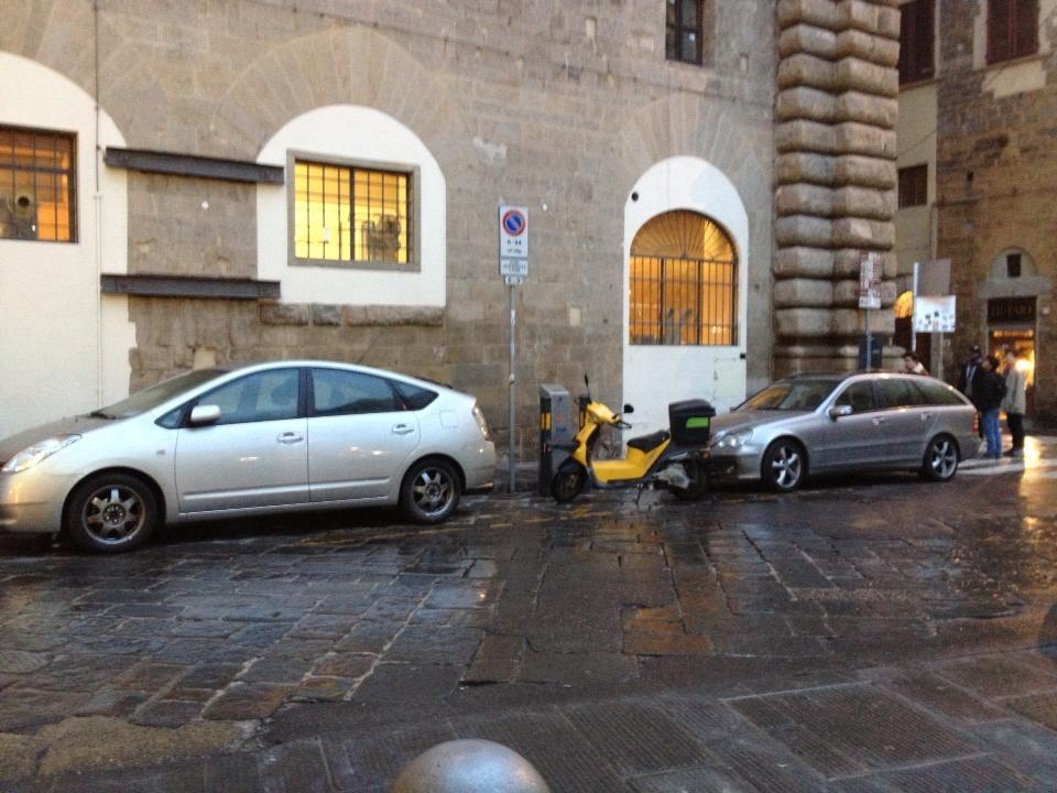 Lo scooter elettrico giallo è il mio