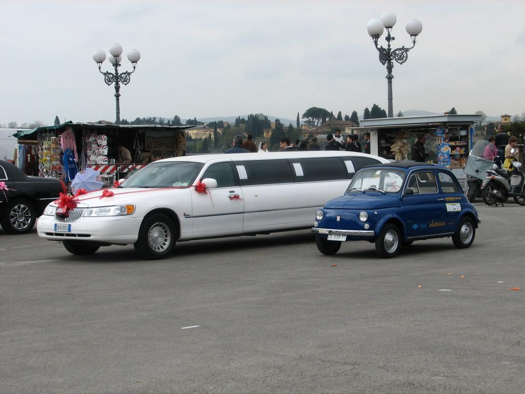 cinquino elettrico e auto da matrimoni. Due idee a confronto.