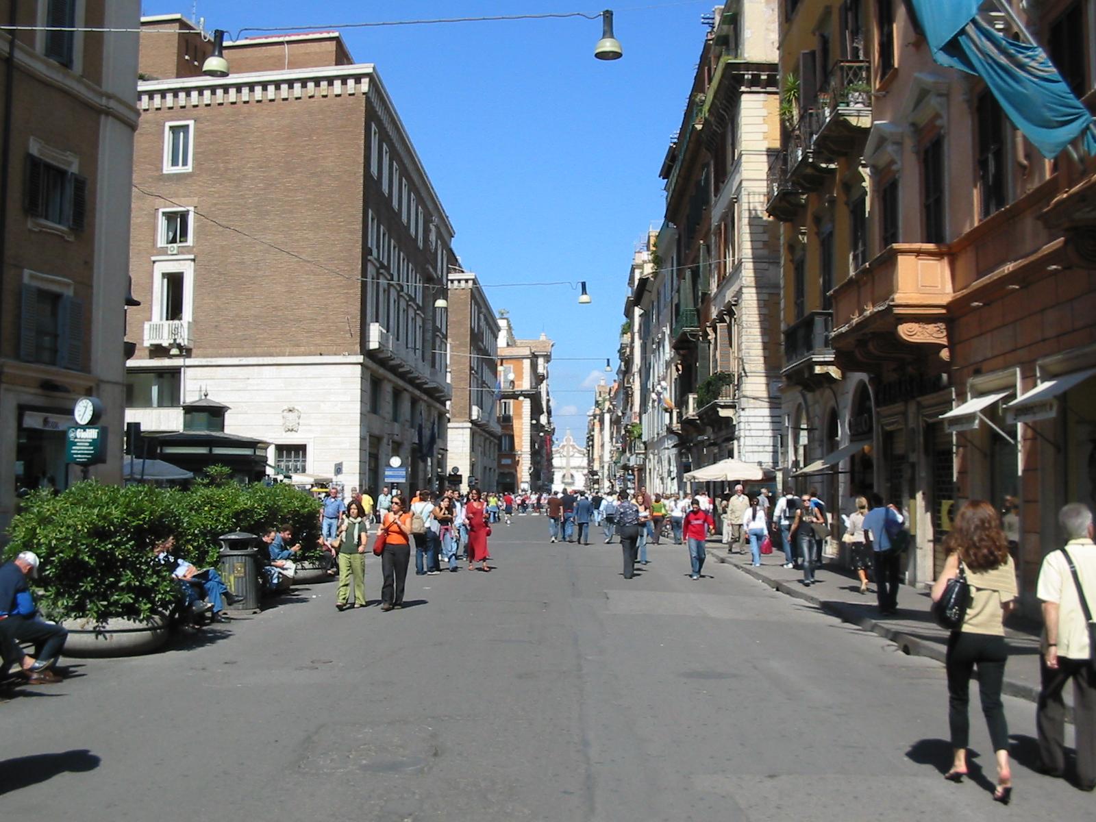 Rome_via_del_corso_20050922